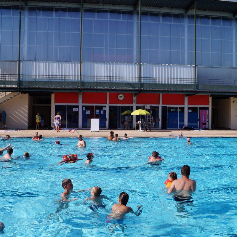 piscine-ville-de-genlis-cote-d-or-france-famille